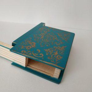 Titkok őre- könyv formájú doboz (azur kék) - Kerékgyártó Emese