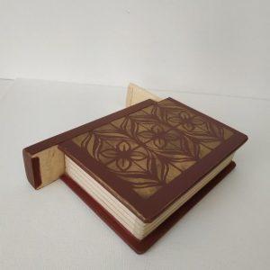 Titkok őre- könyv formájú doboz (bordó) - Kerékgyártó Emese