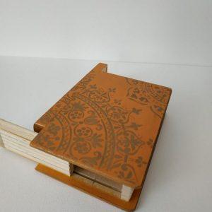 Titkok őre- könyv formájú doboz (narancs) - Kerékgyártó Emese